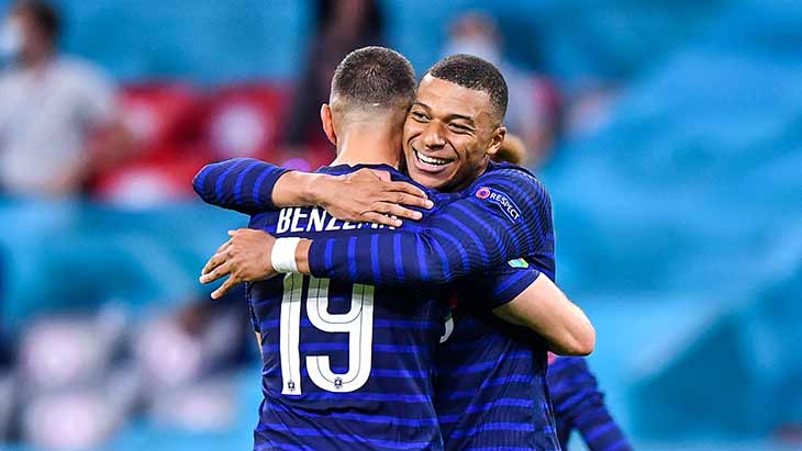benzema-mbappe-france-allemagne-sourire