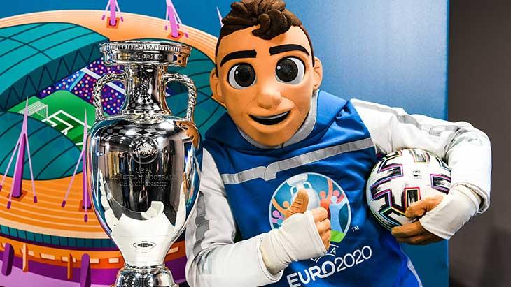 euro-2020-trophee-mascotte