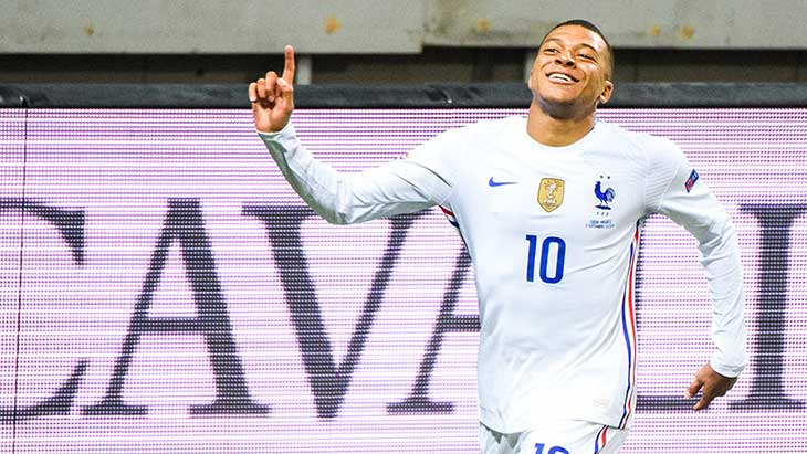 mbappe-sourire-france-suede