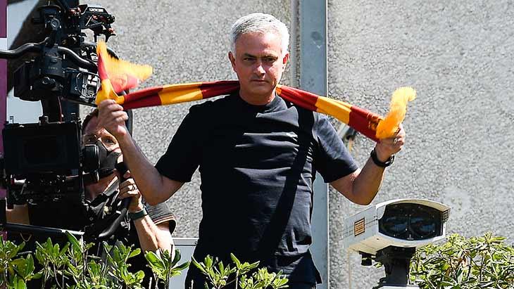 mourinho-roma-echarpe