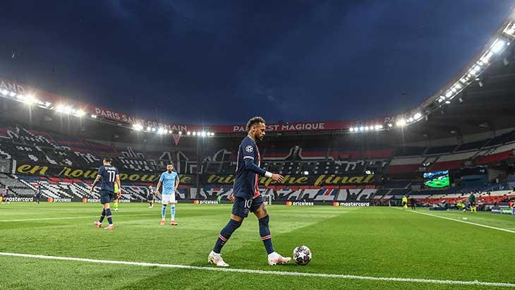 neymar-parc-psg-city-tribunes